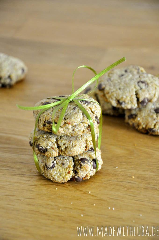 Quinoa Kekse hübsch verpackt mit einer Schleife