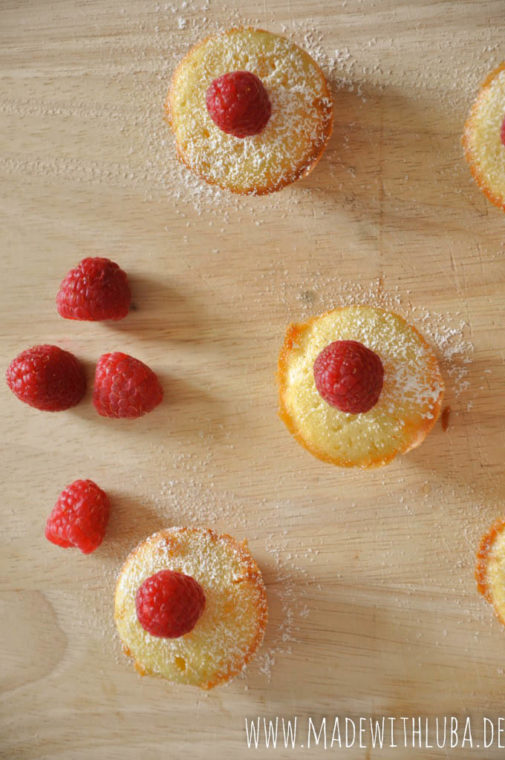 Anzeige – Muffins mit weißer Schokolade und Himbeeren