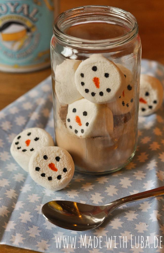 Heiße Schokolade mit Schneemann Marshmallow