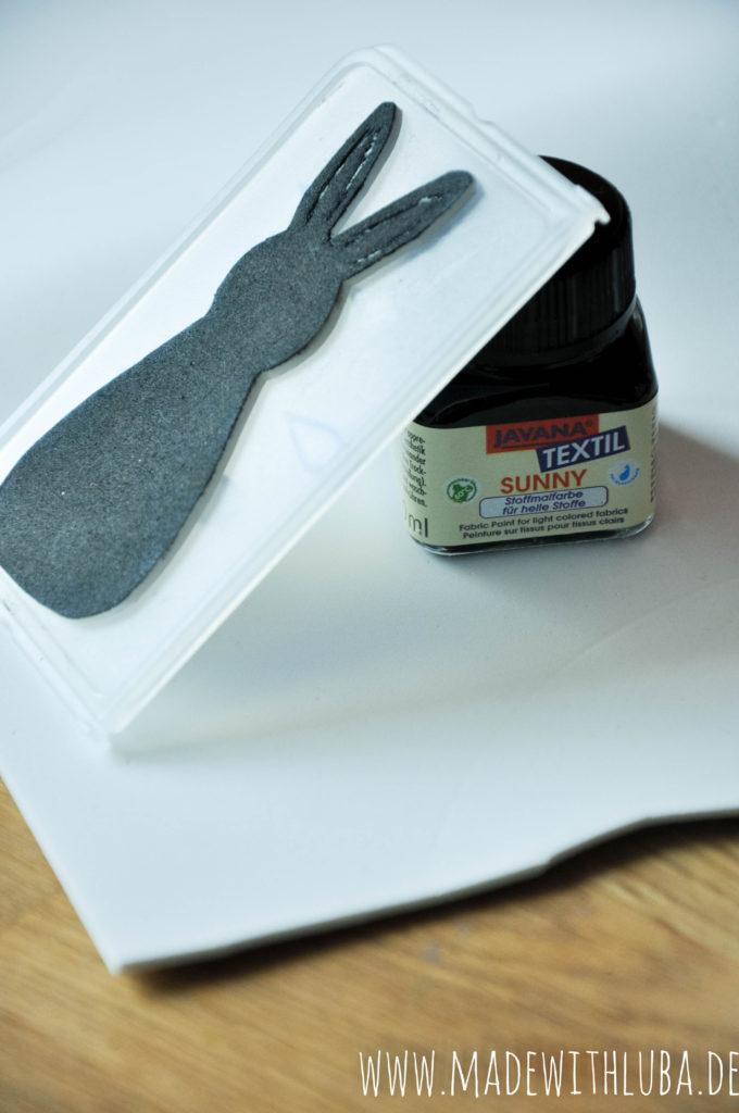 Stempeldruck Osterhase und Farbe Nahaufnahme
