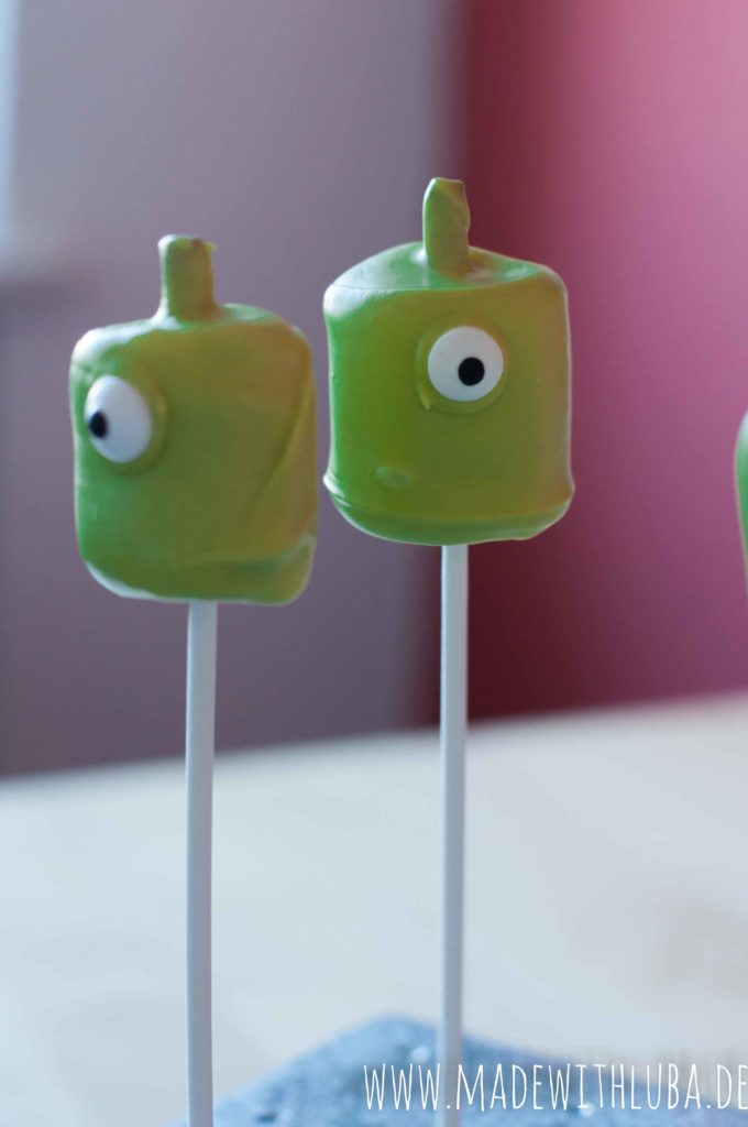 Marshmallow Alien Cake Pops