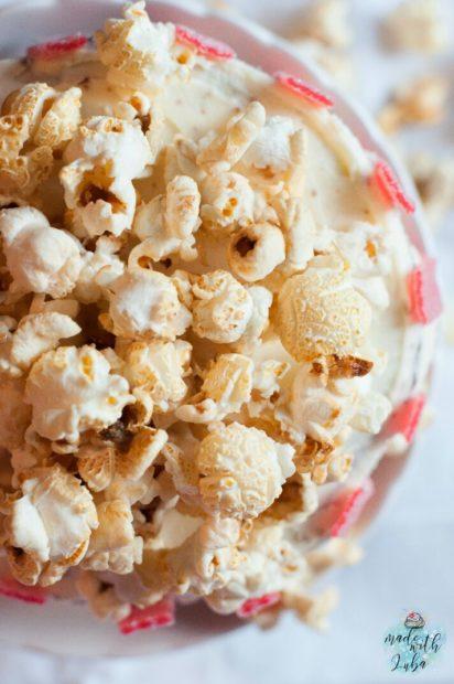 Leckeres Schokotörtchen im Popcornbecherstyle