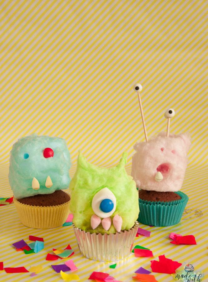 Monster-Cupcakes aus Zuckerwatte