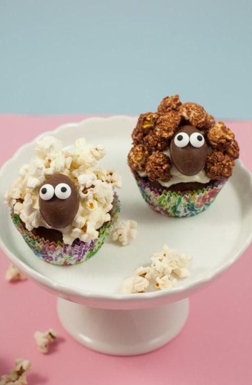 Lustige Schäfchen Cupcakes mit Popcorn zu Ostern